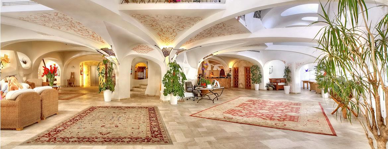 Forniture per alberghi e comunit di arredi complementi d for Arredi costa smeralda